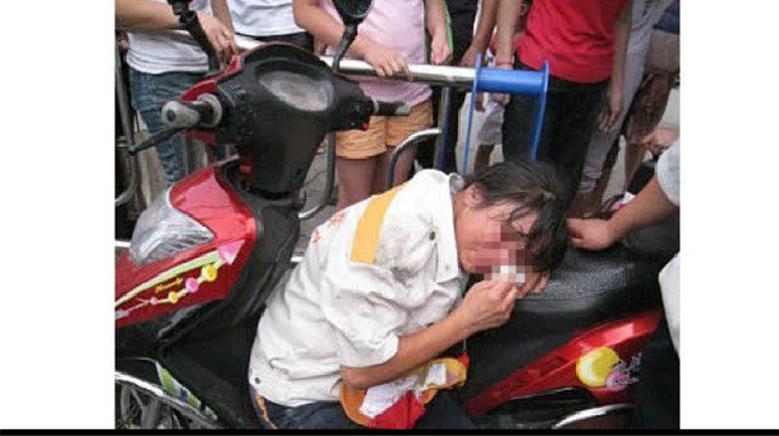 实拍:女司机你这得是有多瞎?就这样害死了一个孩子!太惨了