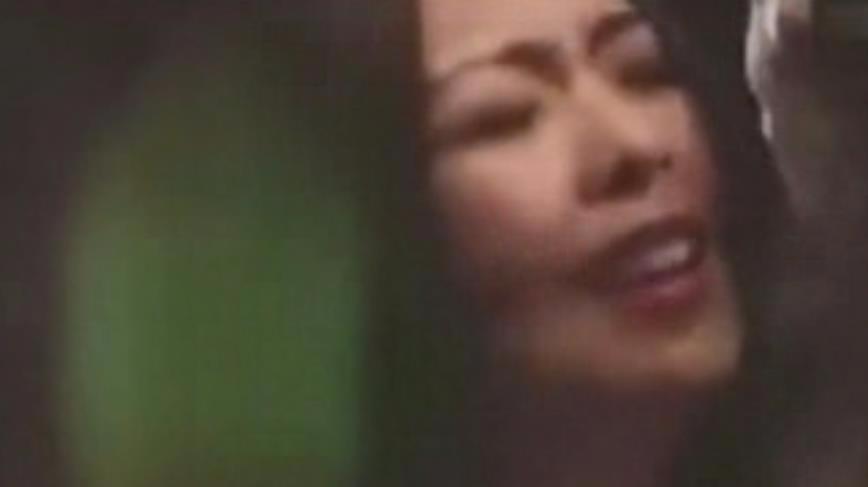 喪心病狂!美女模特KTV喝醉被輪奸,監控全下全過程!